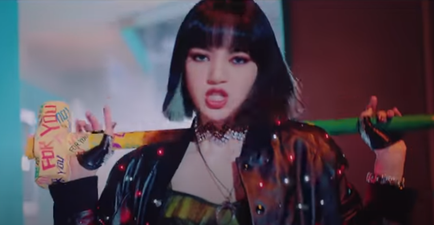 Introducing The Celine Men S Jacket Worn By Blackpink Lisa Check Out Lisa S Fashion On Lovesick Girls Nomnomkiyow